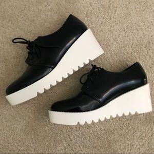 White platform oxford lace up shoes size US6